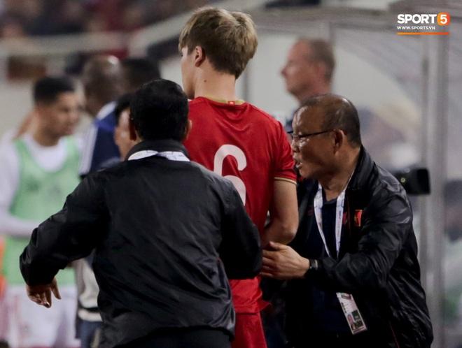 Tân binh gợi nhớ Xuân Trường với chiếc áo số 6 trong trận đấu ra mắt đội tuyển Việt Nam - ảnh 4