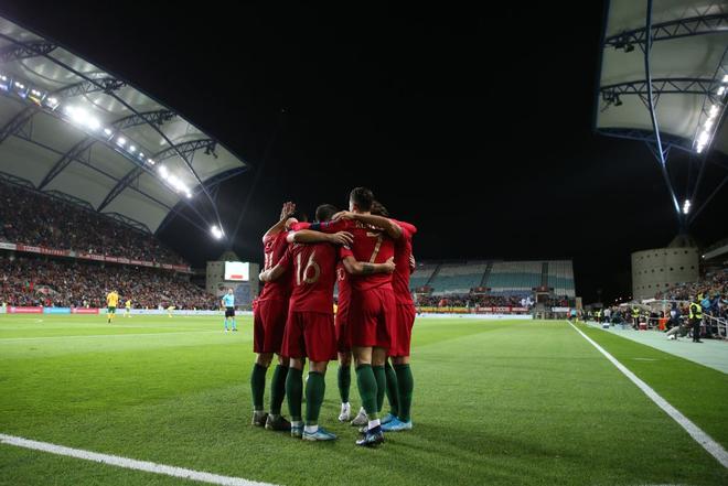 Ronaldo lập hat-trick, tuyển Bồ Đào Nha thắng set tennis trắng để tiến sát vé dự Euro 2020 - ảnh 6