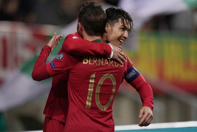 Ronaldo lập hat-trick, tuyển Bồ Đào Nha thắng set tennis trắng để tiến sát vé dự Euro 2020 - ảnh 1