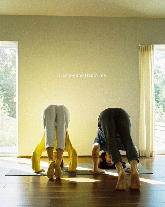 Bộ ảnh tập yoga gây bão MXH của vợ chồng Lee Hyori: Nhìn qua tựa ngôn tình, gần vào mới thấy ông xã cam chịu ra sao! - Ảnh 2.
