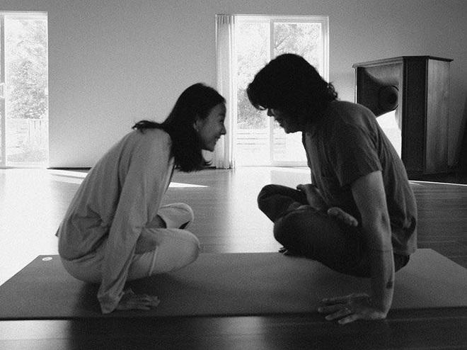 Bộ ảnh tập yoga gây bão MXH của vợ chồng Lee Hyori: Nhìn qua tựa ngôn tình, gần vào mới thấy ông xã cam chịu ra sao! - Ảnh 6.