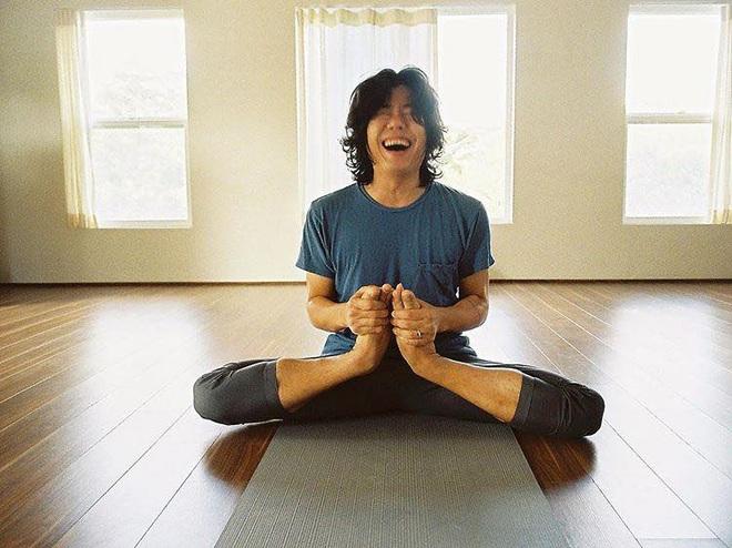 Bộ ảnh tập yoga gây bão MXH của vợ chồng Lee Hyori: Nhìn qua tựa ngôn tình, gần vào mới thấy ông xã cam chịu ra sao! - Ảnh 13.