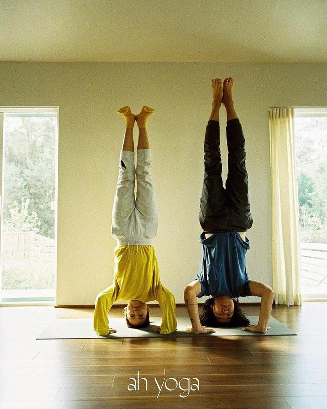 Bộ ảnh tập yoga gây bão MXH của vợ chồng Lee Hyori: Nhìn qua tựa ngôn tình, gần vào mới thấy ông xã cam chịu ra sao! - Ảnh 3.