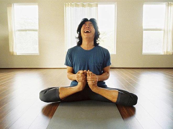 Bộ ảnh tập yoga gây bão MXH của vợ chồng Lee Hyori: Nhìn qua tựa ngôn tình, gần vào mới thấy ông xã cam chịu ra sao! - Ảnh 12.
