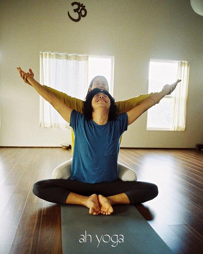 Bộ ảnh tập yoga gây bão MXH của vợ chồng Lee Hyori: Nhìn qua tựa ngôn tình, gần vào mới thấy ông xã cam chịu ra sao! - Ảnh 9.