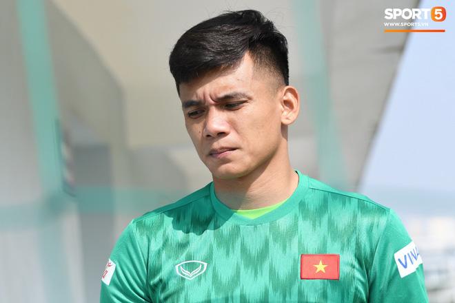 Công Phượng mải mê biểu diễn rê bóng, được HLV Park Hang-seo nhắc nhở riêng trong buổi tập sau trận đấu với UAE - ảnh 11