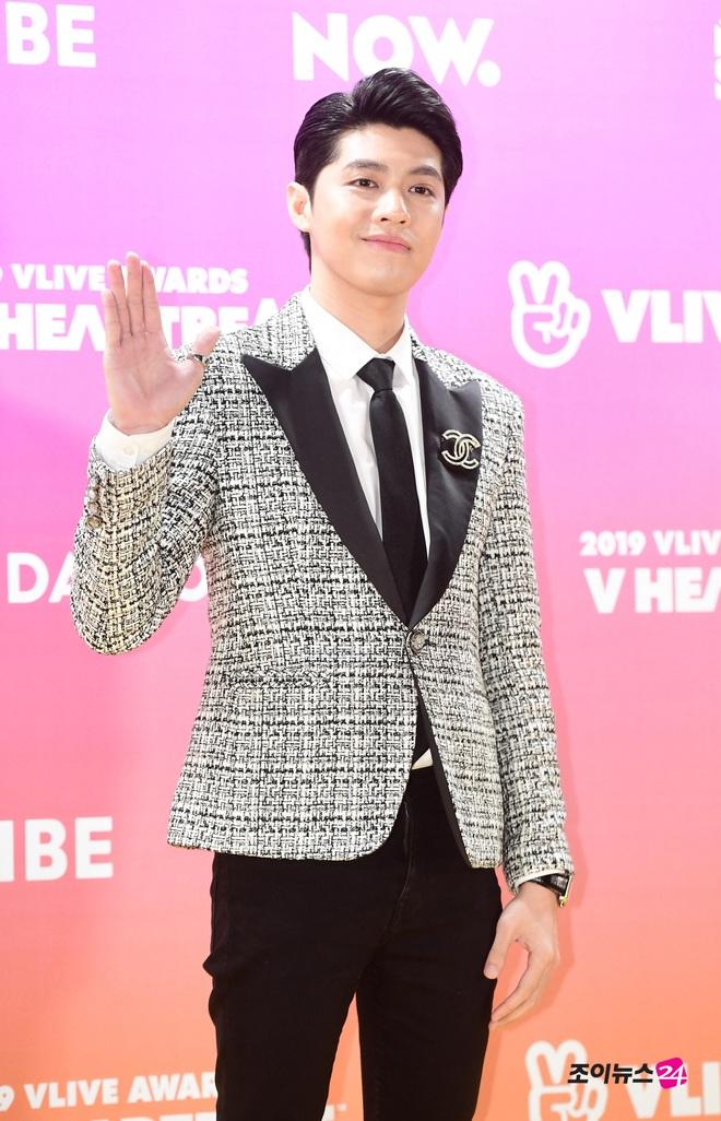 Đọ sắc GOT7 tại thảm đỏ khủng xứ Hàn, Noo Phước Thịnh bất ngờ được loạt báo Hàn gọi là ca sĩ nổi tiếng nhất Việt Nam - Ảnh 3.