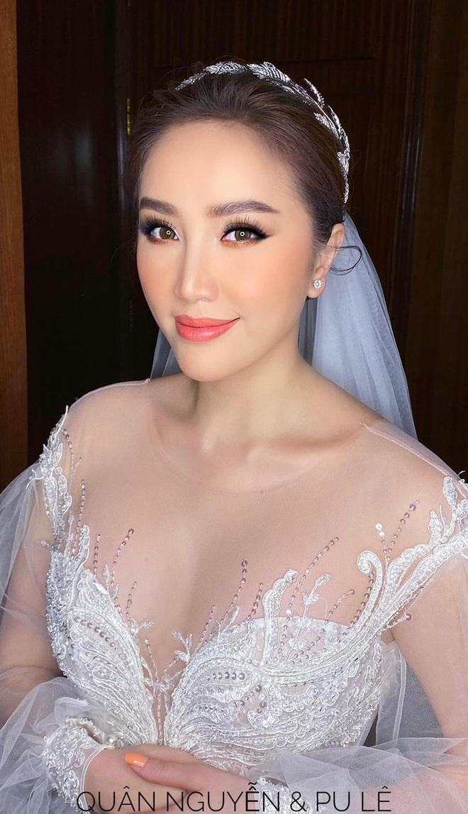 Cận cảnh 3 bộ váy cưới của Bảo Thy: Bộ nào cũng ren hoa yêu kiều, váy cưới chính cực đồ sộ lộng lẫy - Ảnh 1.