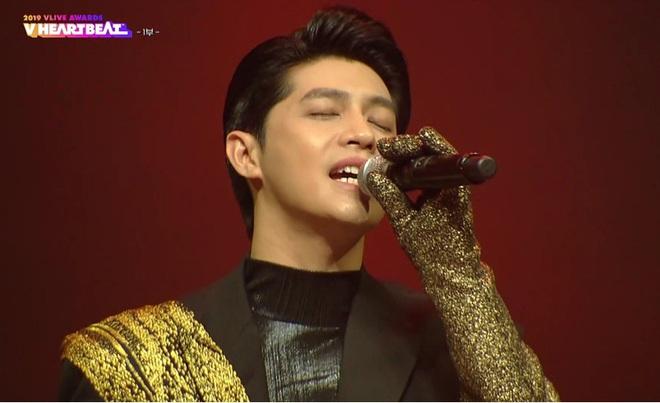 Noo Phước Thịnh biểu diễn hit mới đầy đẳng cấp trên sân khấu Hàn Quốc, BTS vắng mặt vẫn gây bùng nổ! - Ảnh 4.