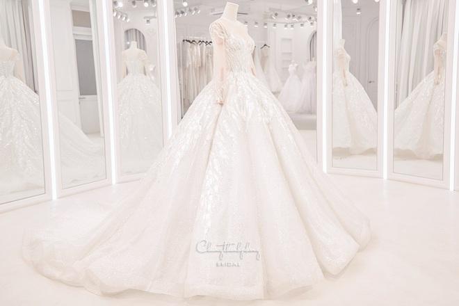 Cận cảnh 3 bộ váy cưới của Bảo Thy: Bộ nào cũng ren hoa yêu kiều, váy cưới chính cực đồ sộ lộng lẫy - Ảnh 6.