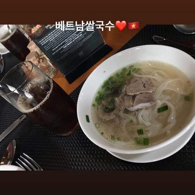 """Lại thêm idol Kpop vi vu Việt Nam: Eunji (Apink) bí mật sang Đà Nẵng, đưa em trai vừa thi đại học """"xả"""" stress - ảnh 2"""