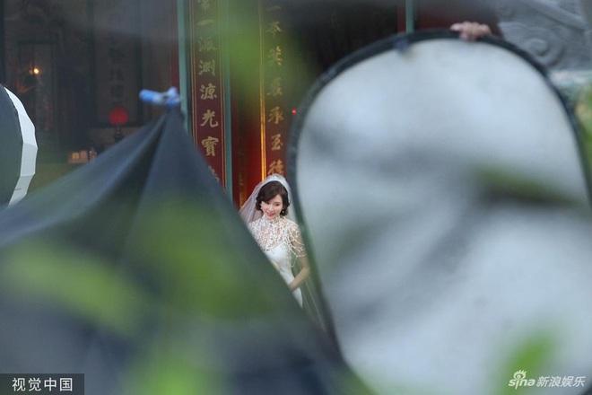 Bị phản đối dữ dội, siêu mẫu ngực khủng xứ Đài Lâm Chí Linh vẫn váy cưới lộng lẫy tập dượt trước hôn lễ với chồng Nhật kém 7 tuổi - Ảnh 3.