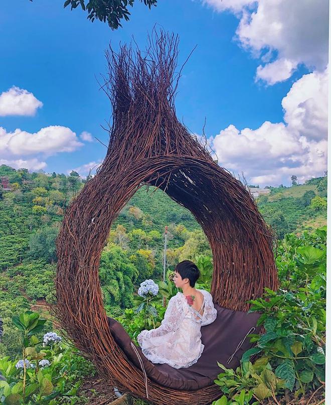 """Đà Lạt lại xuất hiện góc sống ảo mới """"sao chép"""" ý tưởng từ Bali, lên hình liệu """"có cửa"""" so với bản gốc? - Ảnh 13."""