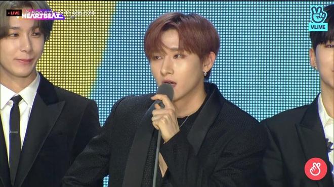 Noo Phước Thịnh biểu diễn hit mới đầy đẳng cấp trên sân khấu Hàn Quốc, BTS vắng mặt vẫn gây bùng nổ! - Ảnh 10.