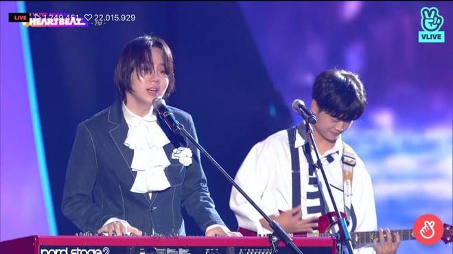 Noo Phước Thịnh biểu diễn hit mới đầy đẳng cấp trên sân khấu Hàn Quốc, BTS vắng mặt vẫn gây bùng nổ! - Ảnh 15.