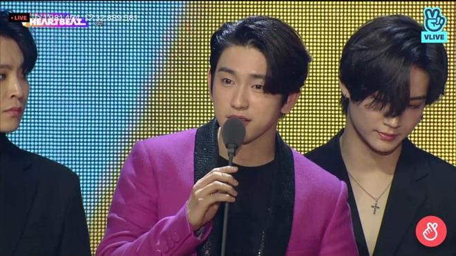 Noo Phước Thịnh biểu diễn hit mới đầy đẳng cấp trên sân khấu Hàn Quốc, BTS vắng mặt vẫn gây bùng nổ! - Ảnh 25.