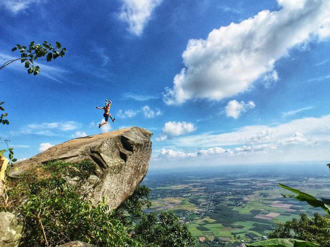 Tuổi trẻ nhất định phải một lần được đi leo núi, cuối tuần muốn trốn khỏi Sài Gòn thì thử chinh phục 4 chỗ này xem! - Ảnh 10.