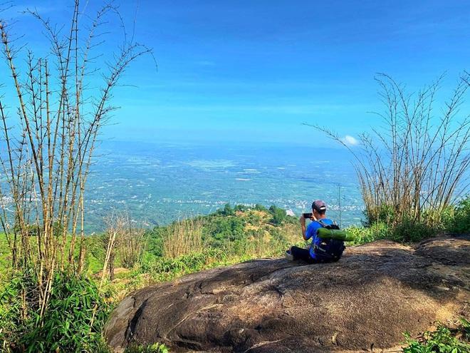 Tuổi trẻ nhất định phải một lần được đi leo núi, cuối tuần muốn trốn khỏi Sài Gòn thì thử chinh phục 4 chỗ này xem! - Ảnh 14.