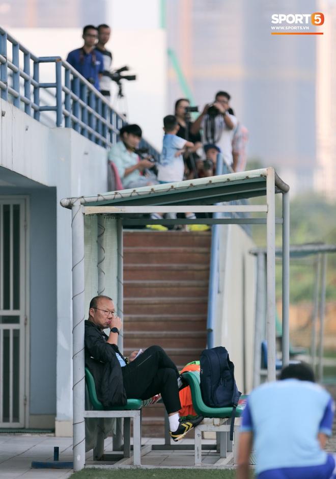HLV Park Hang-seo đáp trả đồng nghiệp Nhật Bản: Cấm cửa phóng viên Thái Lan ở buổi tập của tuyển Việt Nam - Ảnh 1.