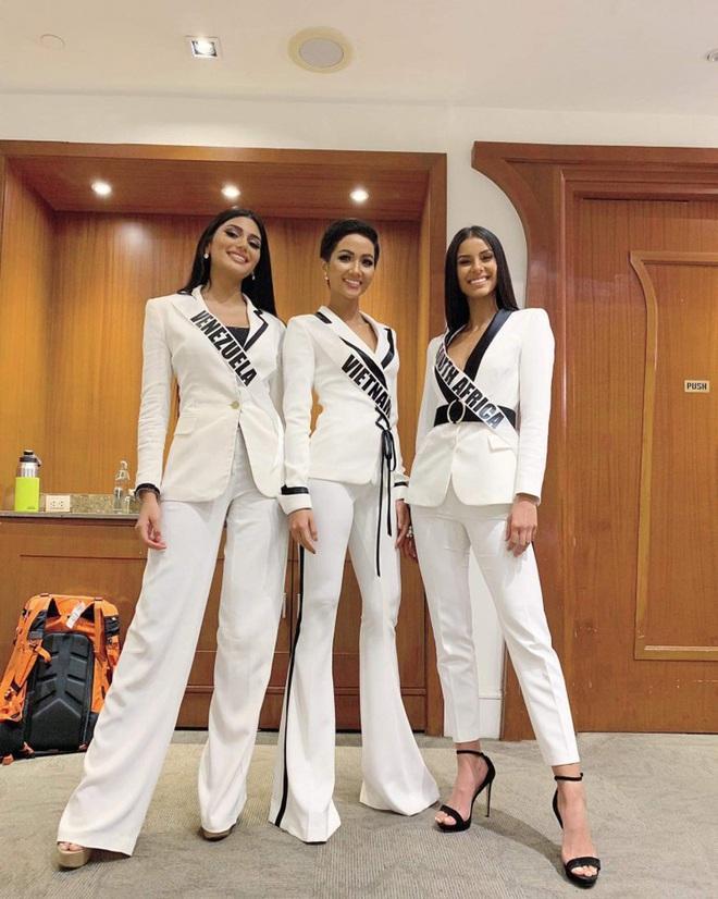 Tương tự Hương Ly, Hoàng Thùy mặc vest đi phỏng vấn thi Hoa hậu và lập tức gây tranh cãi - ảnh 8
