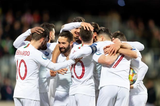 Ronaldo ghi bàn thắng dễ bậc nhất trong sự nghiệp, Bồ Đào Nha chính thức có vé đến thẳng Euro 2020 - ảnh 1