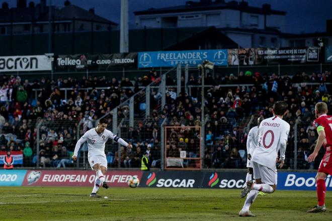 Ronaldo ghi bàn thắng dễ bậc nhất trong sự nghiệp, Bồ Đào Nha chính thức có vé đến thẳng Euro 2020 - ảnh 6