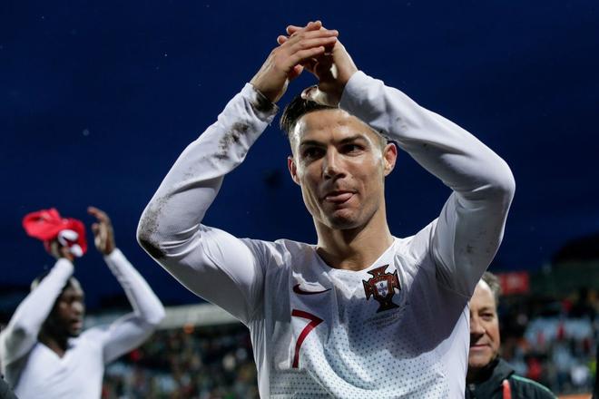 Ronaldo ghi bàn thắng dễ bậc nhất trong sự nghiệp, Bồ Đào Nha chính thức có vé đến thẳng Euro 2020 - ảnh 8