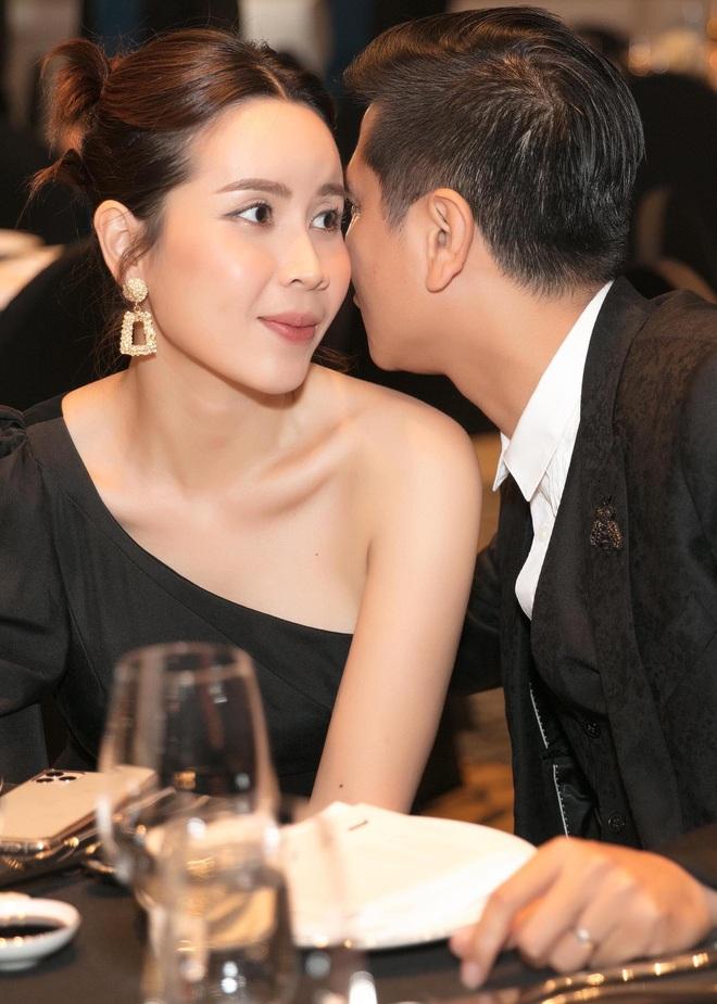 Hồ Hoài Anh hôn má Lưu Hương Giang tại lễ cưới Giang Hồng Ngọc, tích cực tình tứ hậu sóng gió hôn nhân - ảnh 3