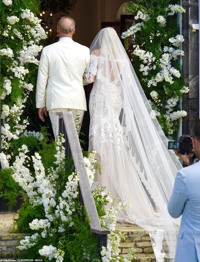 Đám cưới thiên thần Victoria's Secret hot nhất Hollywood hôm nay: Đẹp như phim, gia thế khủng của chú rể gây sốt - ảnh 1
