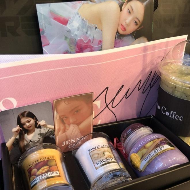 """Khi idol tặng quà đắt tiền cho fan: Jennie, HyunA,… tặng mĩ phẩm xa xỉ, quà của """"tình đầu quốc dân"""" lên đến 1,3 tỉ đồng - Ảnh 2."""