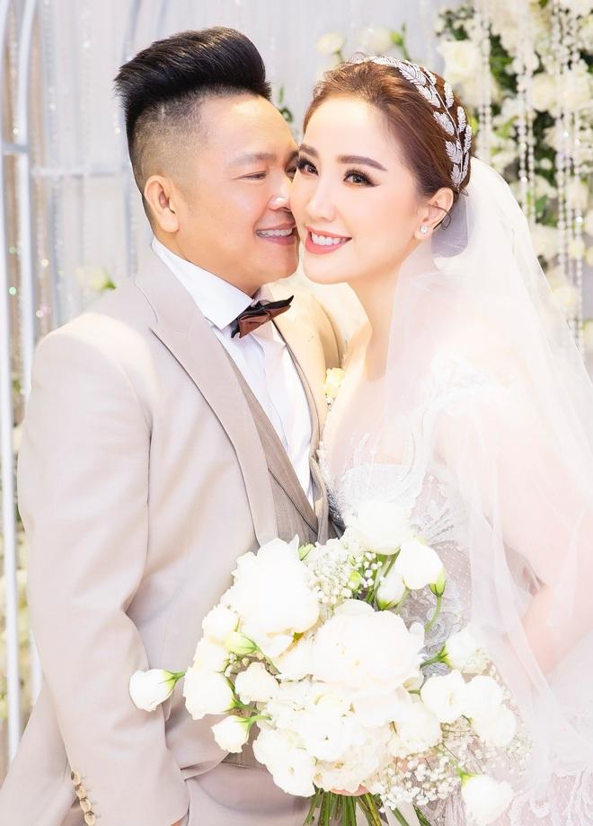 Loạt ảnh nét căng bên trong đám cưới Bảo Thy cùng tiết lộ của cô dâu: Hạnh phúc 10 ngày không ngủ được, 3 ngày trước sốt 42 độ - Ảnh 5.