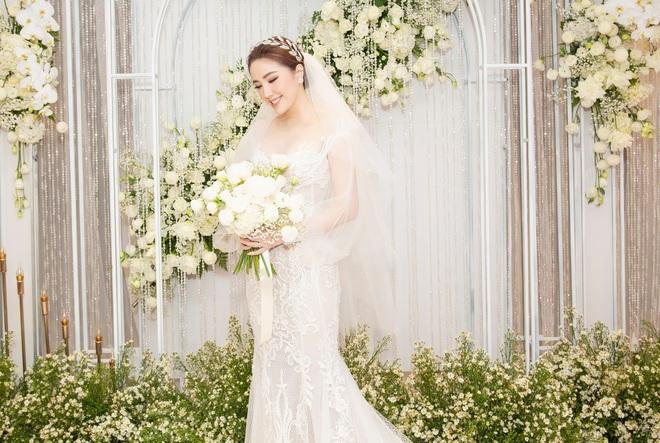 Loạt ảnh nét căng bên trong đám cưới Bảo Thy cùng tiết lộ của cô dâu: Hạnh phúc 10 ngày không ngủ được, 3 ngày trước sốt 42 độ - Ảnh 1.