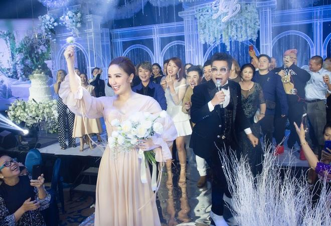 Loạt ảnh nét căng bên trong đám cưới Bảo Thy cùng tiết lộ của cô dâu: Hạnh phúc 10 ngày không ngủ được, 3 ngày trước sốt 42 độ - Ảnh 13.