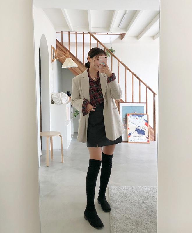 Mỗi kiểu chân váy đều có một đôi boots hoàn hảo để song hành, diện lên xinh ngất ngây và tôn dáng hết cỡ - ảnh 1