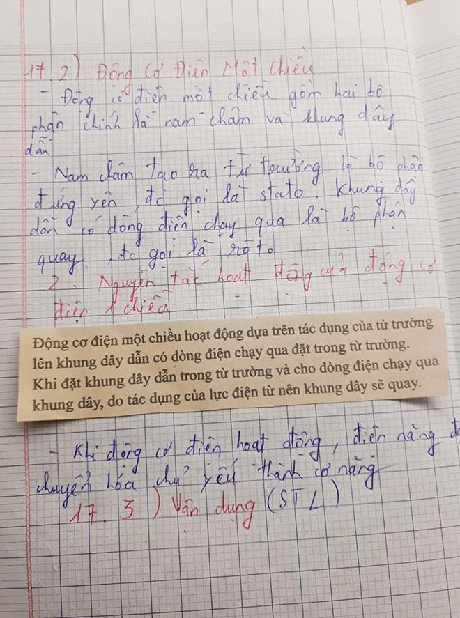 Cô giáo bảo về nhà chép lý thuyết vào vở, nam sinh lười quá... cắt luôn sách dán vào cho nhanh - ảnh 1