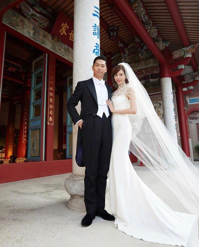 Đám cưới Lâm Chí Linh: Cận cảnh chiếc váy cưới phủ ngọc trai của cô dâu 45 tuổi - ảnh 5