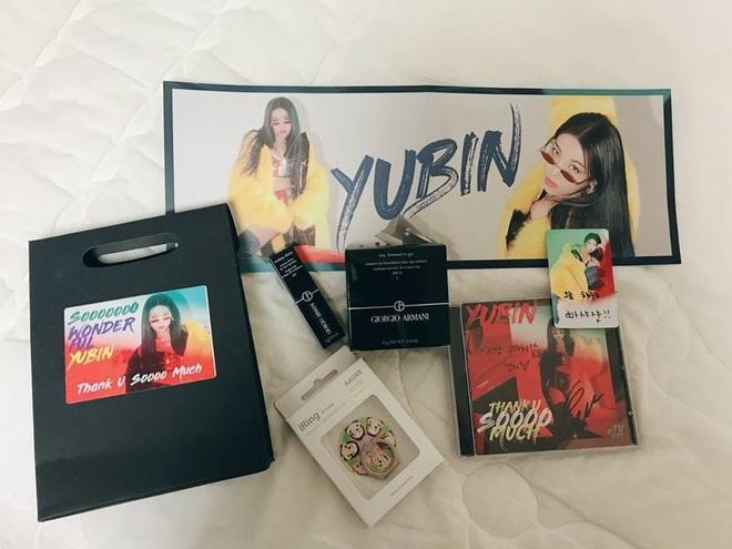 """Khi idol tặng quà đắt tiền cho fan: Jennie, HyunA,… tặng mĩ phẩm xa xỉ, quà của """"tình đầu quốc dân"""" lên đến 1,3 tỉ đồng - ảnh 3"""
