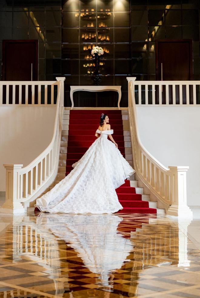 Cuối cùng MC Hoàng Oanh đã nhá hàng ảnh cưới với bạn trai Tây nhưng vẫn nhất quyết giữ thái độ bất di bất dịch - ảnh 2