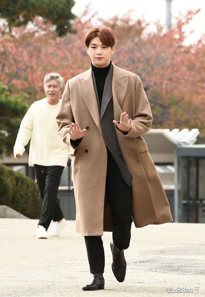 Gần đây 2 nam thần Kpop Jaehyun và Kang Daniel đang khiến netizen mất hồn, nhìn cứ ngỡ tổng tài bá đạo trong manga - ảnh 8