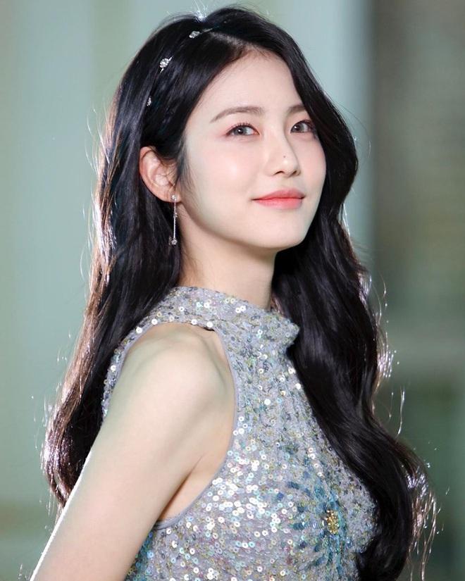 Nữ diễn viên tân binh thành hiện tượng MXH chỉ với 2 bức ảnh thi audition ở JYP, nữ thần kế nhiệm Suzy là đây? - ảnh 6