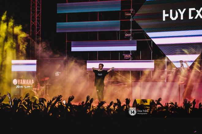 YAMAHA Road to Ravolution: DJ Huy DX căng não để tìm ra người chiến thắng, Binz sung đến mức đòi biểu diễn thêm! - ảnh 15