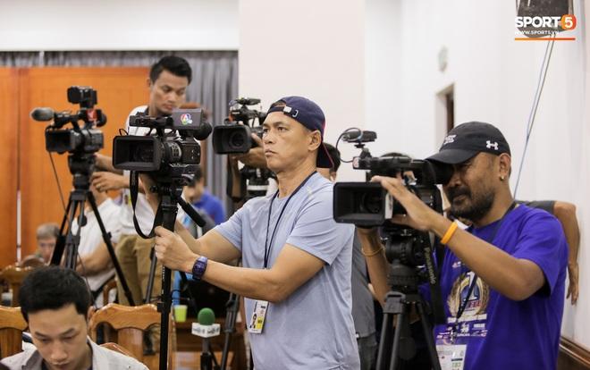 Trước trận liên tục gây war, thầy Park và HLV tuyển Thái Lan vẫn có hành động đáng tôn trọng ngay trước đại chiến - ảnh 11