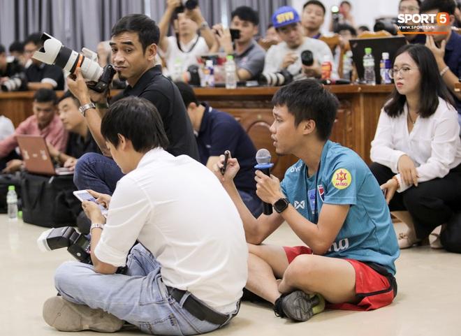 Trước trận liên tục gây war, thầy Park và HLV tuyển Thái Lan vẫn có hành động đáng tôn trọng ngay trước đại chiến - ảnh 13
