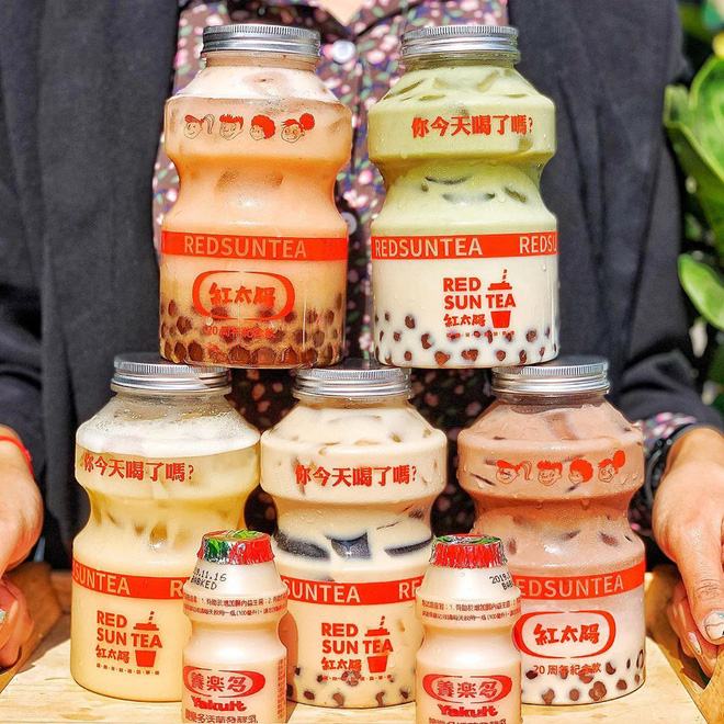 Tín đồ trà sữa phát cuồng với phiên bản đặc biệt hình lọ sữa chua uống siêu to khổng lồ có dung tích lên đến 700ml tại Đài Nam - Ảnh 5.