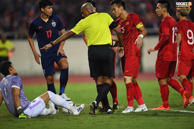Fan Việt Nam lật mặt 180 độ như người yêu cũ, quay ra chê bai trọng tài Ahmed Alkaf - Ảnh 2.