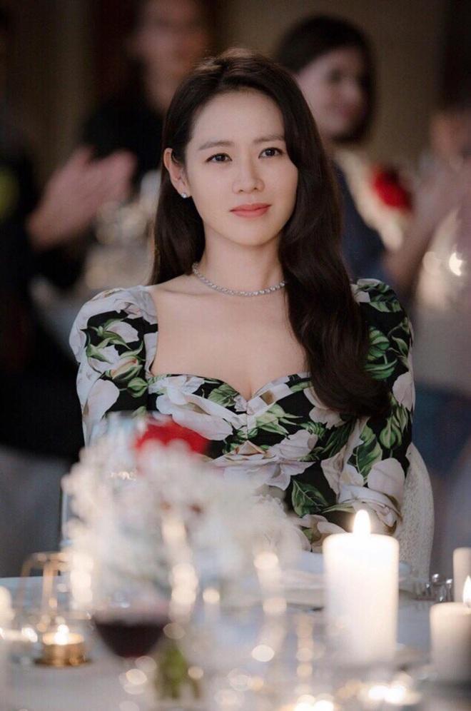 Nhìn Son Ye Jin đẹp xuất sắc trong phim mới, bỗng thấy nhớ Sulli thời nhan sắc đỉnh cao - ảnh 1