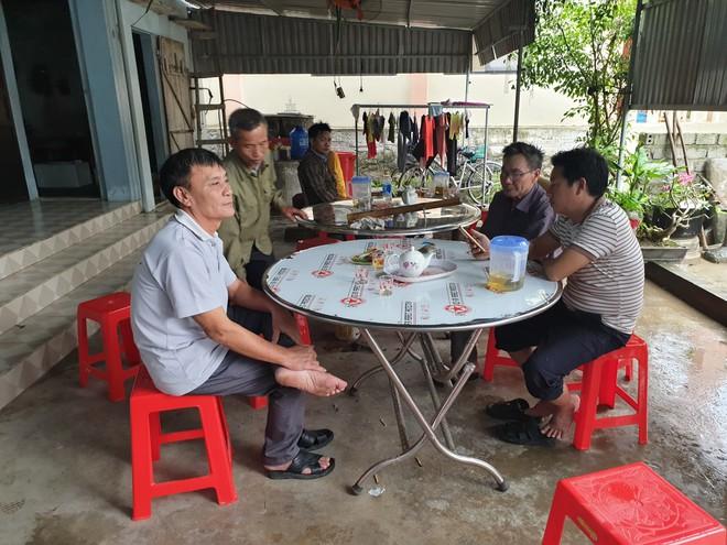 Vụ 39 thi thể trong container: Cảnh sát Anh gọi điện cho gia đình ở Nghệ An hỏi về nhận dạng, đề nghị chờ thông báo chính thức - Ảnh 1.
