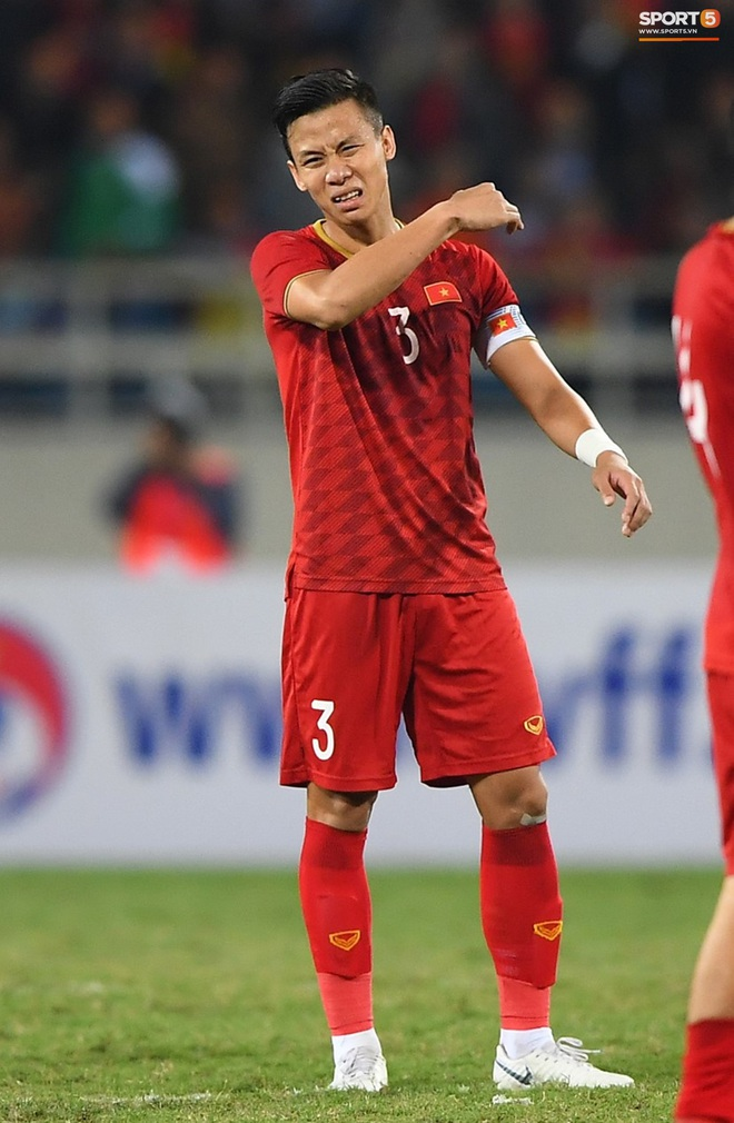 """Quế Ngọc Hải nói về chiếc băng đội trưởng thêu cờ Tổ quốc: """"Tôi muốn mang biểu tượng của dân tộc trên sân khi quyết đấu Thái Lan"""" - ảnh 2"""