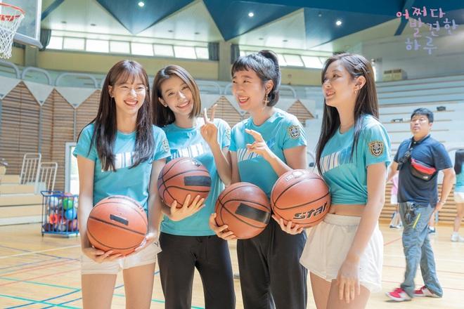 4 ngôi trường trong mơ chỉ có trong phim Hàn: Chủ yếu là tràn bờ đê trai đẹp từ thầy cho đến học sinh! - Ảnh 7.
