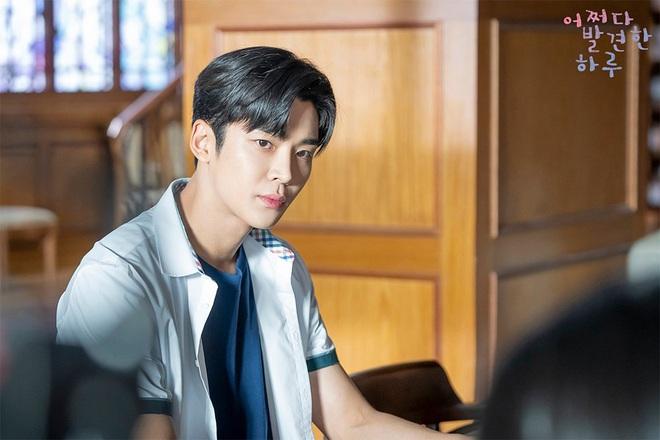 4 ngôi trường trong mơ chỉ có trong phim Hàn: Chủ yếu là tràn bờ đê trai đẹp từ thầy cho đến học sinh! - Ảnh 10.